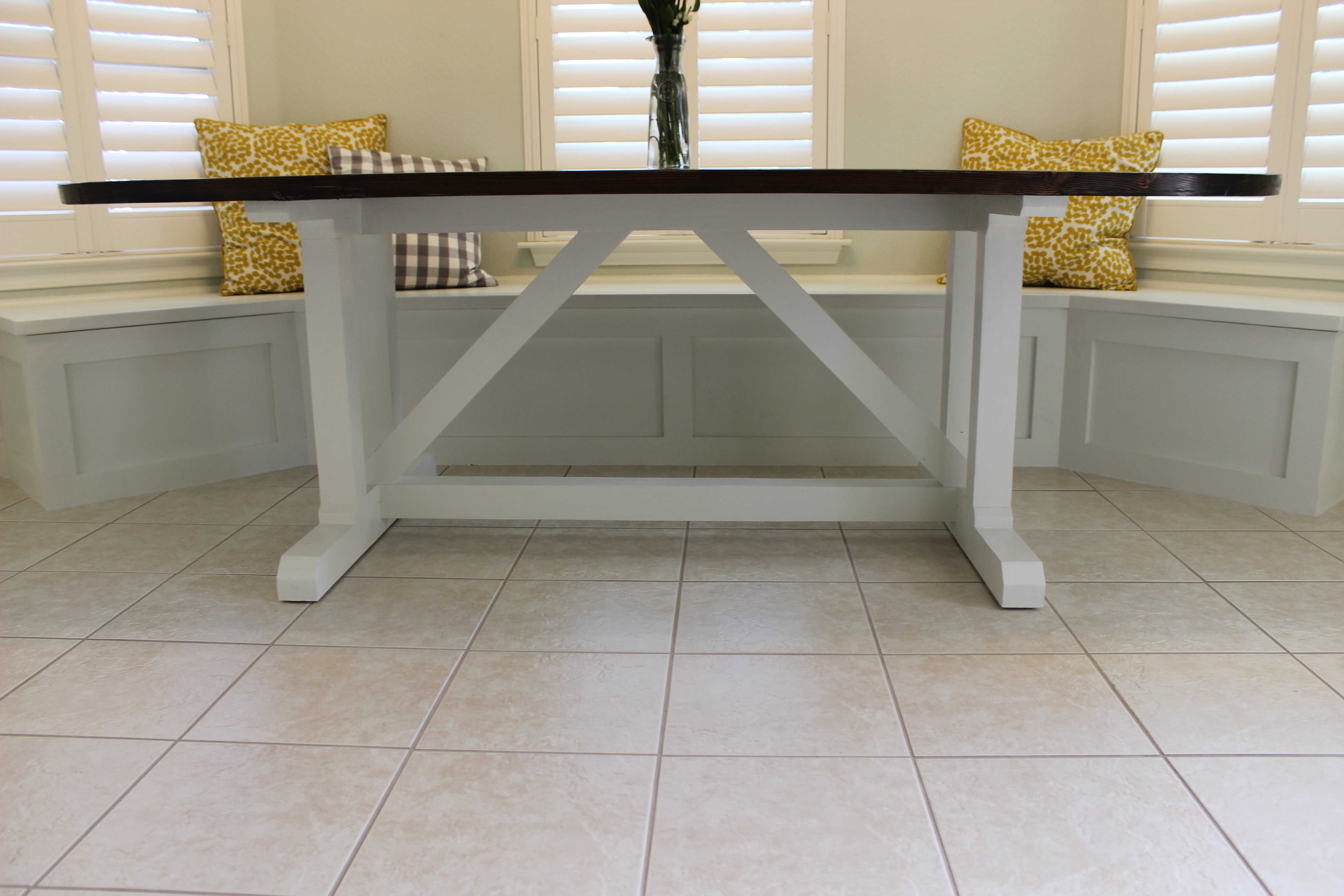 Finished table top in dining nook with banquette