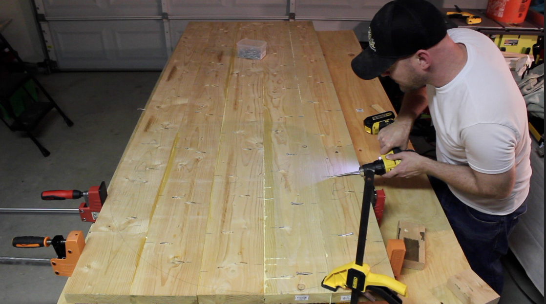 Drilling pocket screws to join table top