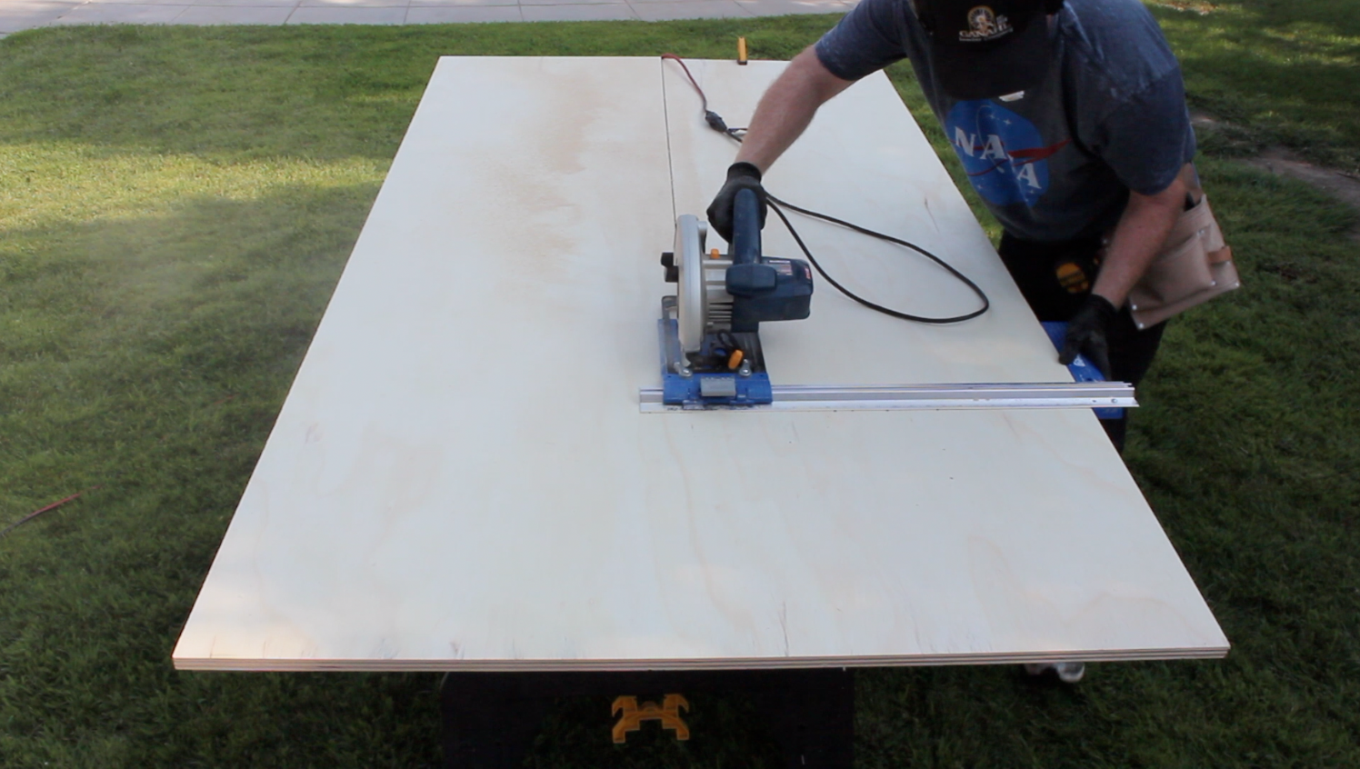 cutting plywood for the workbench top