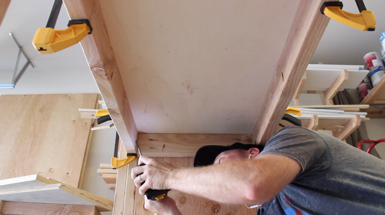 attaching workbench top to frame with pocket screws