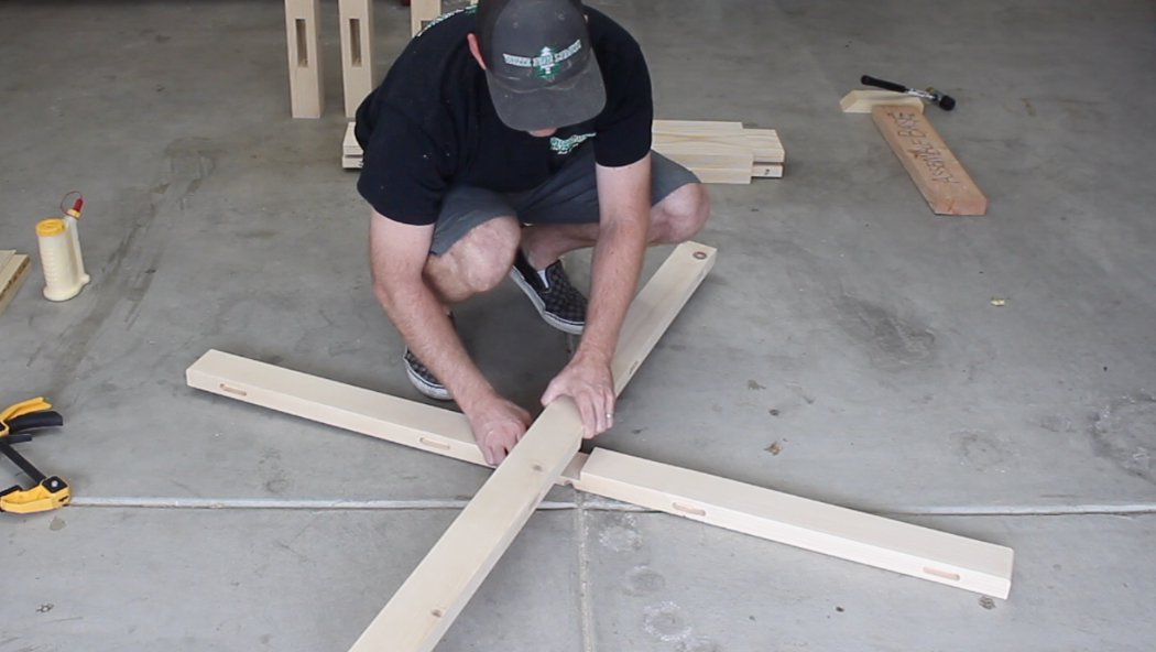 assembling top stretcher using lap joint