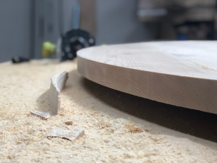 Rounded table top after using the plunge router