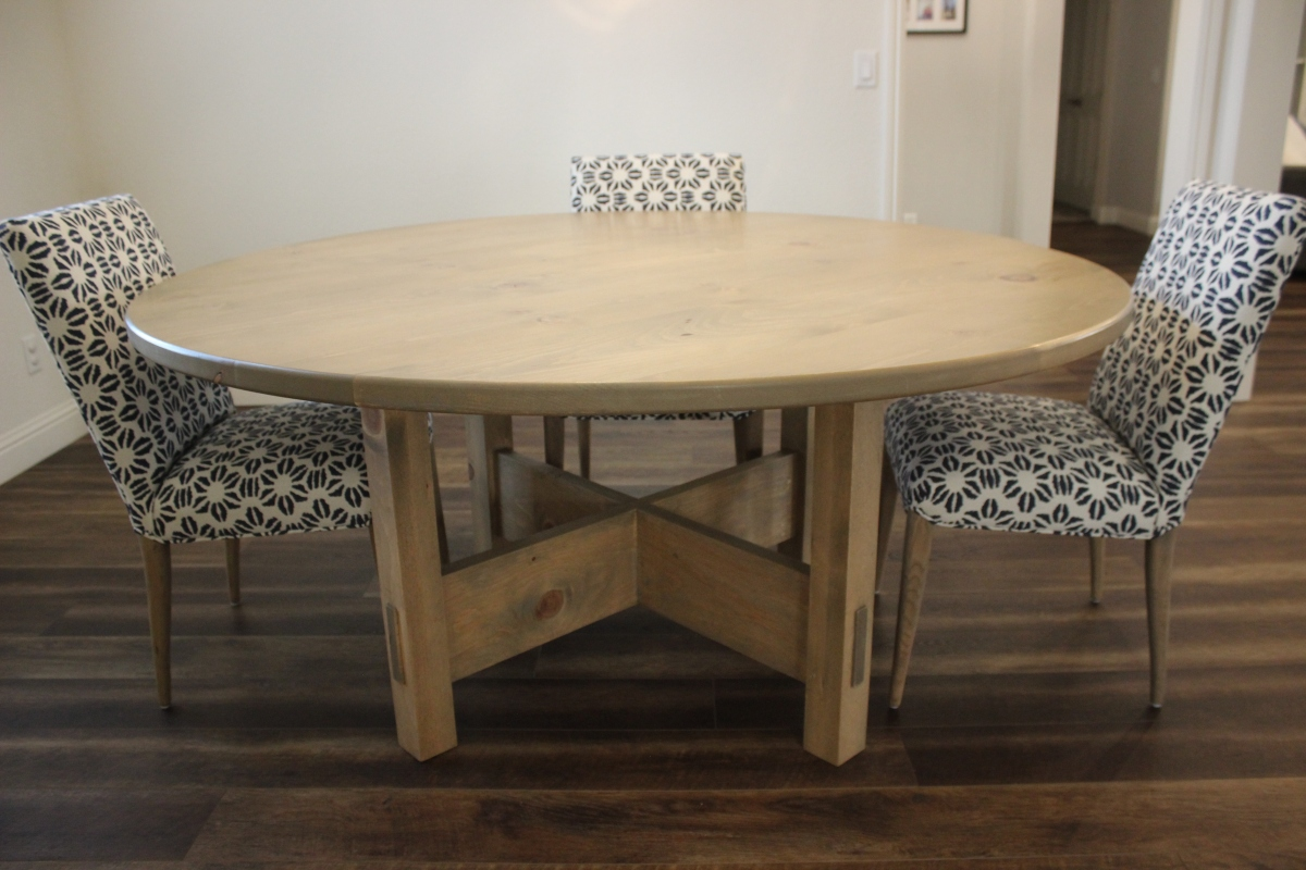 Round & Rustic: The DIY Dining Table To Step-up Your Woodworking Skills